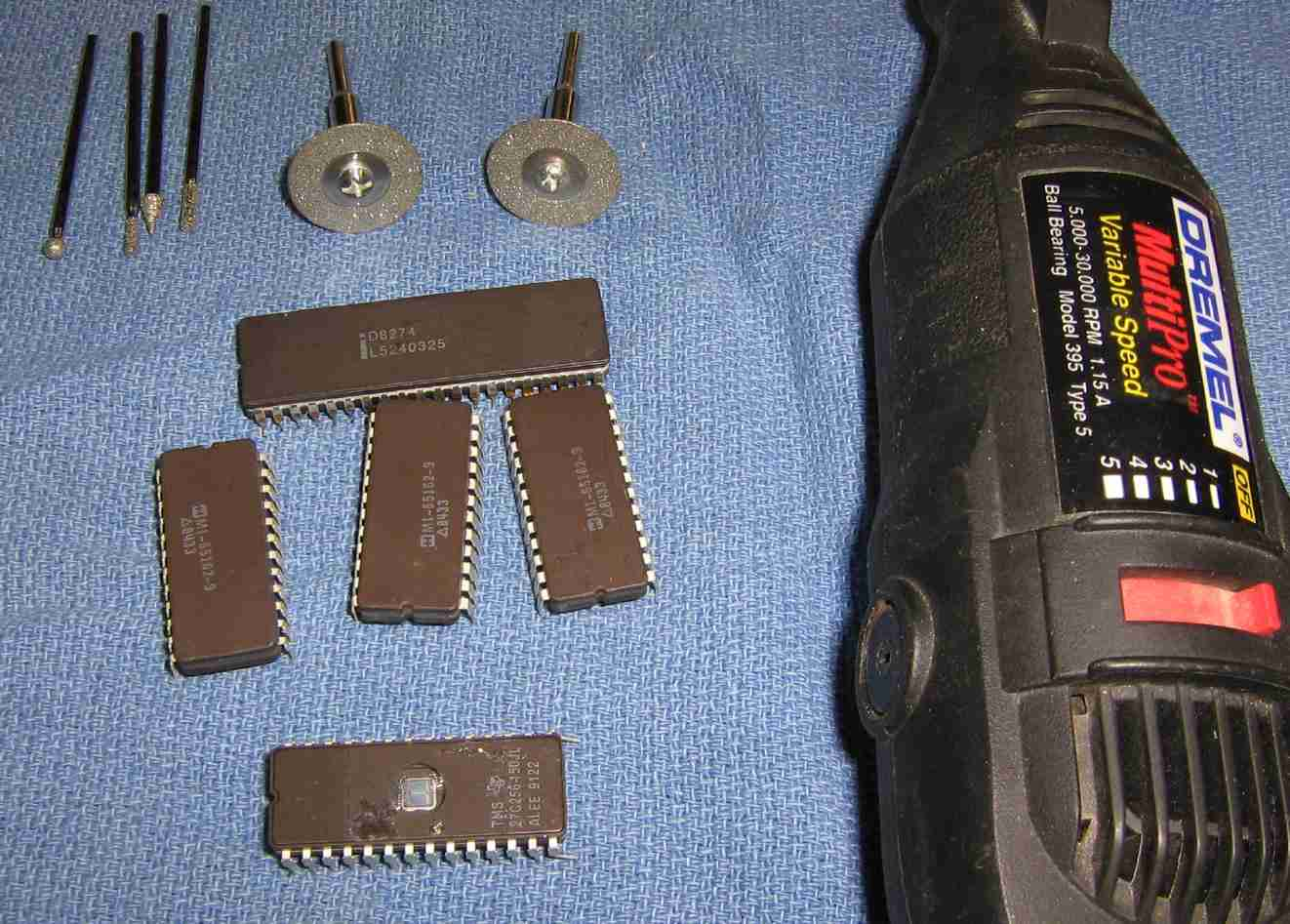 Improvised Ceramic Weapons Packagedintegratedcircuit1jpg Several Packaged Dip Integrated Circuits And A Dremel Tool With Some Diamond Cut Off Wheels Grinding Bits The Shown Above Are